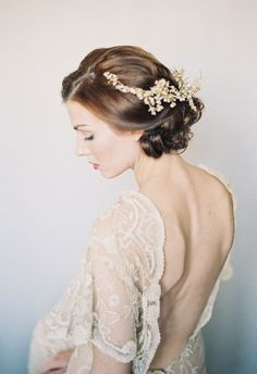 The 'do, the backless dress, the soft makeup, the hairpiece... cue swoonfest // Bethany Snyder Photography