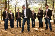 groom and groomsmen. wedding photos