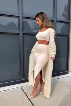 You don't have to look like a bum when wearing cozy outfits. We've gathered a few fool-proof outfit ideas that'll carry you through winter. Night Outfits, Classy Outfits, Spring Outfits, Casual Outfits, Date Night Outfit Classy, Sweater Outfits, Look Fashion, Fashion Beauty, Autumn Fashion