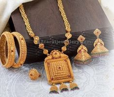 Latest Collection of best Indian Jewellery Designs. #goldjewelry #GoldJewelleryDisplay #GoldJewelleryIndian
