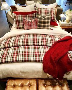 Plaid Bedroom, Plaid Bedding, Home Bedroom, Bedroom Decor, Cabin Bedrooms, Beige Bed Linen, Christmas Bedding, Tartan, Home Decoracion