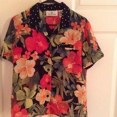 "ERIN LONDON Top -  NWOT Short sleeves.  polyester. Top measures 23"" in length and sleeves measure 8"". Erin London Tops"