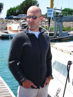 Knitty: Fall 2006 Avast for Men from… Knitting Patterns Free, Free Knitting, Fun Patterns, Free Pattern, Cardigan Pattern, Jacket Pattern, Mens Knitted Cardigan, Men Sweater, Black Cardigan