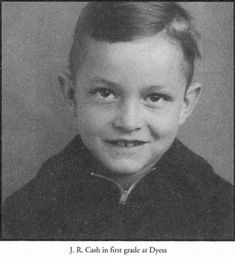 Johnny Cash Childhood Photographs and Home – NSF – Music Magazine Johnny Cash June Carter, Johnny And June, Country Music Stars, Country Music Singers, Musica Country, Young Celebrities, Celebs, Childhood Photos, Music Magazines