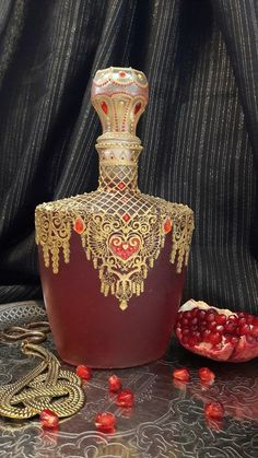 Романтический декупаж от Натальи Большаковой Glass Bottle Crafts, Wine Bottle Art, Diy Bottle, Glass Bottles, Perfumes Vintage, Antique Perfume Bottles, Diy Crafts Slime, Jar Art, Altered Bottles