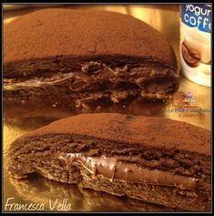 TORTA GRISBÌ AL CAFFÈ E NUTELLA, SENZA COTTURA RICETTA DI: FRANCESCA VELLA Ingredienti: 300 g di biscotti Pan di Stelle 1 vasetto di yogurt al caffè Nutella qb 2 cucchiaini di caffè ristretto Preparazione: Macinare finemente i biscotti, aggiungere lo Yogurt, il caffè e la Nutella qb fino a formare un panetto Sweet Recipes, Cake Recipes, Dessert Recipes, Mini Desserts, Mousse Au Nutella, Chocolate, Granny's Recipe, Cooking Cake, Yogurt