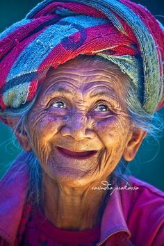 I am grateful that I attract happy and joyous people into my life. In my travels I meet the sweetest, kindest people and I learn about their culture through stories they tell. There are so many wonderful people in the world. Beautiful Smile, Beautiful World, Beautiful People, Beautiful Old Lady, Beautiful Inside And Out, Beautiful Images, The Face, Old Faces, Interesting Faces
