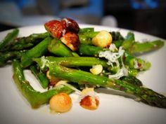 Asparagus Hazelnut Salad: get rid of puffy eye bags and water weight naturally with asparagus From Food Babe