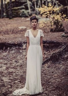 I hate to post ANYTHING revolving around weddings....but look how pretty this is! #Casual_Wedding_Dresses #Wedding_Dresses #Casual_Wedding_Dresses_Ideas