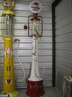 Antique/ vintage Fry 17 visible gas pump done in Mobilgas. Old Gas Pumps, Vintage Gas Pumps, Vintage Stuff, Retro Vintage, Old Gas Stations, Fire Extinguisher, Good Ol, Oil And Gas, Garages