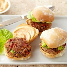 Replace Pulled Pork Sliders With.Southern-Style Veggie Sliders Sliders aren't just for meat-eaters anymore. Whip up a black-eyed pea and veggie mixture for the patties, and flavor the buns with Cajun mayo for an instant dinner favorite. Veggie Recipes, Vegetarian Recipes, Cooking Recipes, Healthy Recipes, Veggie Food, Sausage Recipes, Healthy Foods, Cooking Tips, Hamburgers