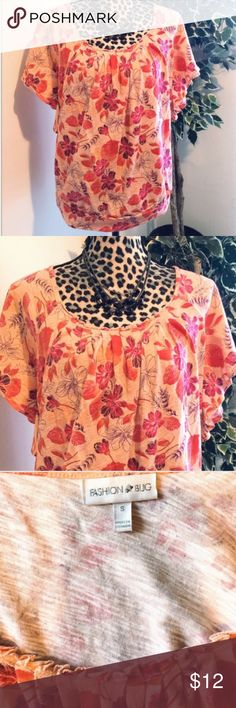 ⚡️SALE⚡️ Peach Fashion Bug Floral Short Sleeve Top Fashion Bug Top - Women's Size Small- Stretchy Material (Larger Fit) Fits More Like A Medium- Excellent Condition Fashion Bug Tops