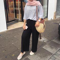 Hijab Fashion Summer, Modern Hijab Fashion, Street Hijab Fashion, Hijab Fashion Inspiration, Muslim Fashion, Fashion Outfits, Ulzzang Fashion, Fashion Ideas, Hijab Look