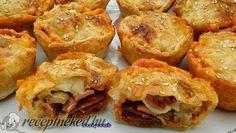 Hozzávalók: 1 csomag (0,5 kg-os) leveles tészta 4 szelet gépsonka 4 szelet füstölt sajt 2 ek gomba (leszűrt, konzerves) 24 szelet füstölt kolbász 1 kk dará Frozen Puff Pastry, Puff Pastry Recipes, Baked Potato, Cauliflower, Muffin, Potatoes, Baking, Vegetables, Breakfast