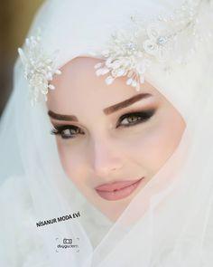 Image may contain: 1 person, text and closeup Muslimah Wedding Dress, Bridal Hijab, Muslim Wedding Dresses, Wedding Hijab, Dress Wedding, Most Beautiful Dresses, Beautiful Hijab, Hijab Evening Dress, Winter Dress Outfits