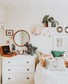 𝚎𝚍𝚒𝚝𝚎𝚍 𝚋𝚢 𝚕𝚎𝚡𝚒𝚒𝚒𝚕𝚊𝚢𝚗𝚎 Dorm Room Decor Ideas 𝙰𝚎 𝙰𝚞𝚍𝚛𝚎𝚢 𝐜𝐚𝐢𝐭𝐦𝐢𝐥𝐥𝐞𝐫𝐫 Cute Room Ideas, Cute Room Decor, Teen Room Decor, Room Ideas Bedroom, Bedroom Inspo, Diy Bedroom, Modern Bedroom, Girls Bedroom, Master Bedroom
