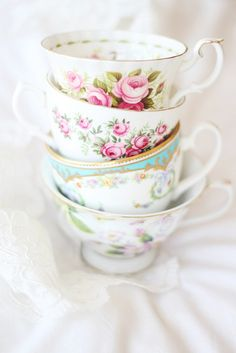 teacups love this! Reminds me of my grandma Marie :)