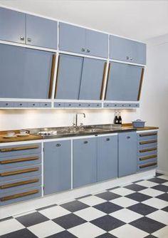 Gray retro kitchen Emma's Kitchen, Kitchen Cupboard Doors, Home Decor Kitchen, Kitchen And Bath, Kitchen Interior, Home Kitchens, Kitchen Furniture, Kitchen Cabinets, Mid Century Modern Kitchen