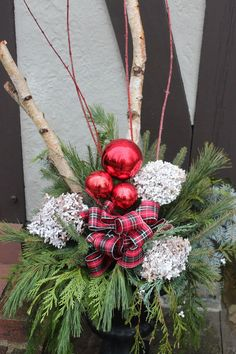 How+to+Make+Great+Outdoor+Arrangements+for+Christmas