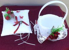 Mira este artículo en mi tienda de Etsy: https://www.etsy.com/listing/243139728/white-red-ring-bearer-pillow-and-flower