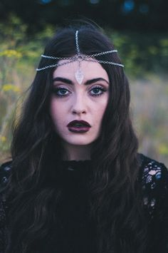 I want this head piece so bad.