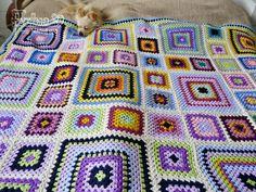keď som objavila čaro háčkovania prvé čo ma napadlo bolo, že chcem deku zloženú z granny square - čiže deku zloženú