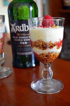 Cranachan - Chez Becky et Liz, site de cuisine anglaise Pudding, Scotland, Desserts, Cream, Deco, Table, Scottish Cuisine, Scottish Recipes, English Cuisine