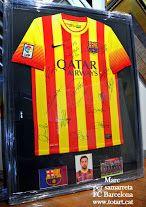 Enmarcamos tus camisetas de futbol preferidas. totart.cat  #cuadro #fcbarcelona #camiseta