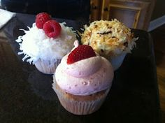 My favorite icing recipes for cupcakes...plus tutorial on how to make them look perfect