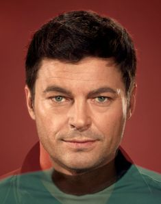 Star Trek Actors Past and Present Combined: McCoy (DeForest Kelly with Karl Urban) SCAARRRYYY CLOSE!