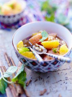 Recette de dessert fraîcheur : la Salade d'agrumes comme au Maroc ! Une recette vitaminée et très parfumée à la fleur d'oranger. Idéale pour régaler toute la famille.