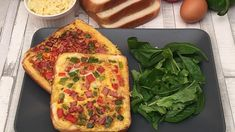 Omelette-in-a-hole, Welcome to a new world! With the help of a knife, remove the center of your sandwich bread. Breakfast And Brunch, Breakfast Dishes, Breakfast Recipes, Quick Recipes, Low Carb Recipes, New Recipes, Cooking Recipes, Healthy Recipes, Omelette Legume
