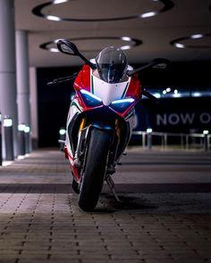☝️😱Omg✊😋So beautiful👊Wwoooo😈🔞🚀🔥👏👌👋Amazing🔝💯😉👍🚶👉 Moto Ducati, Ducati Motorcycles, Moto Bike, Motorcycle Bike, Moto Wallpapers, Bike Photoshoot, Futuristic Motorcycle, Motorcycle Photography, Best Luxury Cars