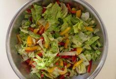 Friss saláta öntettel Lettuce, Guacamole, Salsa, Cabbage, Mexican, Vegetables, Ethnic Recipes, Food, Fitness