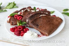 This perfect combination of spelt chocolate crepes with ricotta-quark filling with a little coconut and hot raspberries will sweep you off your feet. If you like sweet dishes, t... Vegetarian Pancakes, Vegetarian Cheese, Healthy Crepes, Quark Cheese, Cherry On The Cake, Queso Ricotta, Chocolate Crepes, Tasty, Yummy Food