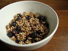 La Belle Vie Holistic Living: spiced blueberry almond granola