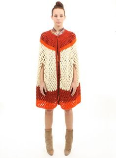 Slightly vintage but absolutely trendy #crochet cape: I can't figure out how to get to the pattern.