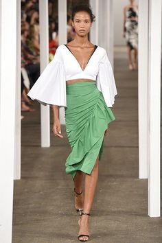 Trendy Beachwear for the Summer Milly Spring 2017 Ready-to-Wear Fashion Show Discovred by : Azza Shesheny Fashion Week, Fashion 2017, New York Fashion, Look Fashion, Runway Fashion, Spring Fashion, High Fashion, Fashion Show, Womens Fashion