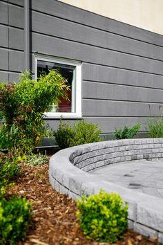StackStone är en mursten som med en dekorativt knäckt yta öppnar för många olika lösningar. Rak, svängd, enkel- eller dubbelsidig, vilken mur passar dig?