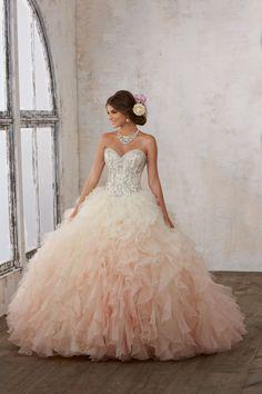 Nowoczesna, balowa suknia z biżuteryjnym gorsetem Tiulowa spódnica z falbanami, wyszywanymi koralikami gorset, z dekoltem w kształcie serca. Fantazyjna, cieniowana … Mori Lee, Ball Gowns, Formal Dresses, Fashion, Catalog, Ballroom Gowns, Dresses For Formal, Moda, Ball Gown Dresses
