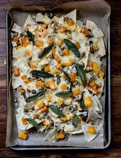 Spiced Butternut Squash, Garlic Butter Mushroom and Fontina Nachos with Crispy Sage. Delicious vegetarian nachos with nary a sad refried bean in sight. Vegetarian Recipes, Cooking Recipes, Healthy Recipes, Nacho Recipes, Vegetarian Nachos, Alkaline Recipes, Garlic Butter Mushrooms, Cant Stop Eating, Pasta
