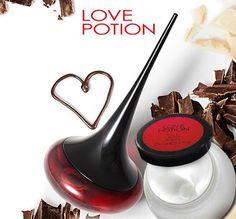 Love Potion EdP sizi saf tutkuyla tanıştıracak! Zencefil, kakao tomurcukları ve çikolata notalarının cezbedici oryantal birlikteliği ile heyecanı teninizde yaşayın. BAŞTAN ÇIKARICI AŞK KADINININ KOKUSU... #oriflame #love #potion #edp #parfüm #kadin #sexy #kalici #etkileyici #afrodizyak