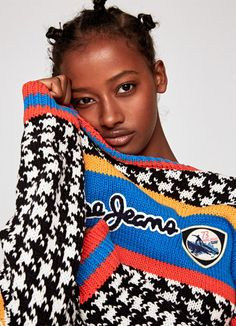 The new collection of women's knits & sweatshirts at Pepe Jeans London. The trendiest hoodies, jumpers, cardigans & knitwear of this season are already here! Pepe Jeans, Trendy Hoodies, Hey Girl, Knitwear, Knitting, Sweatshirts, Sweaters, Knits, Madrid