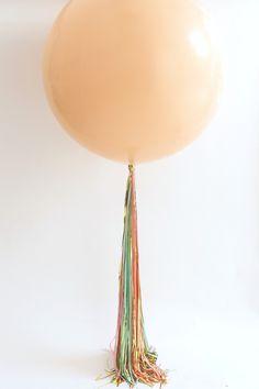 Easiest Quickest Balloon Tassel Tail Ever! Balloon Tassel Hack - Pretty Little Party Shop Tassle Balloons, Baloon Garland, Diy Tassel Garland, Big Balloons, Confetti Balloons, Balloon With Tassels, Diy Party Decorations, Balloon Decorations, Balloon Hacks