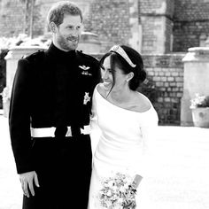 Prince Harry and Meghan Markle shared a never-before-seen photo from their wedding Prinz Harry Meghan Markle, Meghan Markle Prince Harry, Prince Harry And Megan, Estilo Meghan Markle, Meghan Markle Style, Princess Diana Family, Princess Meghan, Royal Brides, Royal Weddings