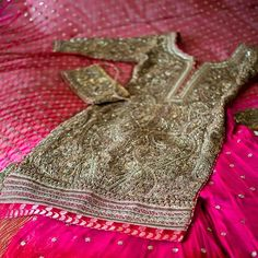 Metallic gold and hot pink a bold combination for a #desibride