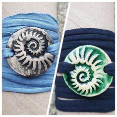 Armbänder für Damen aus Keramik, mit weichem Textilband...von Kreatives by Petra #keramik #ceramic #ton #töpfern #töpferei #plattentechnik #Glasur #glaze #glasurbrand #glazebrand #botz #schmuck #jewellery #Anhänger #pendant #schmuckanhänger #jewelrypendant  #keramikanhänger #Unikat #handmade #handgemacht #Kunsthandwerk #Handwerk #DIY #geschenk #present #mädchen #mädels #girls #Damen #woman #textilband #schmuckband #jerseyband #jewelrybelt #geschenk #schnecke #slug #Struktur #form rund… Chicken Salad, Petra, Girls, Arts And Crafts, Clay, Canvas, Creative, Snail, Toddler Girls