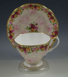 ROYAL-ALBERT-COUNTRY-ROSES-PEACH-DAMASK-CUP-AND-SAUCER-SET China Cups And Saucers, Teapots And Cups, Tea Rose Garden, Roses Garden, Royal Albert, Cup And Saucer Set, Tea Cup Saucer, Bone China Tea Cups, Romantic Cottage