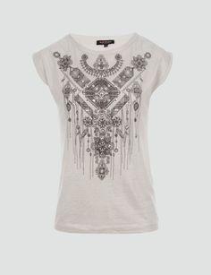 T-shirt coupe droite<br/>Col arrondi<br/>Manches courtes<br/>Motif fantaisie bicolore<br/>Studs métal argenté<br/>CotonCRLF Nom : 161-DTRIB.N