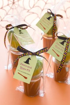 Simple, easy-to-make caramel apple kit for Halloween. Great gift idea. Just use Avery Printable Tags (22812) to create this fun tag using free Avery templates and designs.